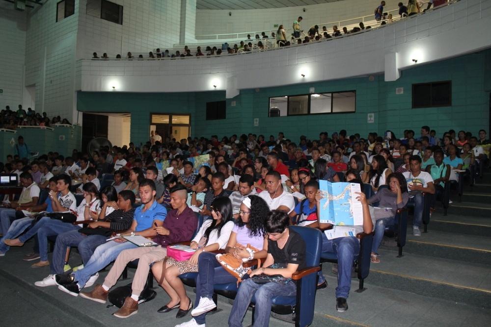 Con más de mil estudiantes nuevos la UTB inicia clases