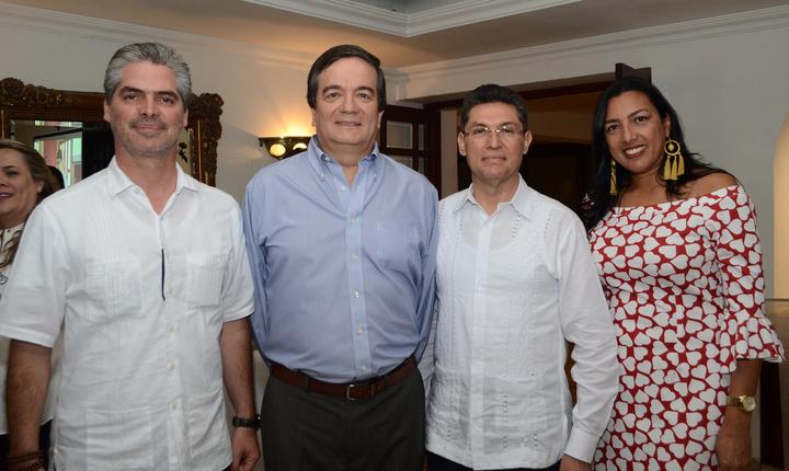 El Consejo Superior de la Universidad Tecnológica de Bolívar y su presidente, Jorge Enrique Rumié Del Castillo ofrecieron una recepción en el Club Cartagena con motivo de la posesión del nuevo rector de la Universidad,  Alberto Roa Varelo.