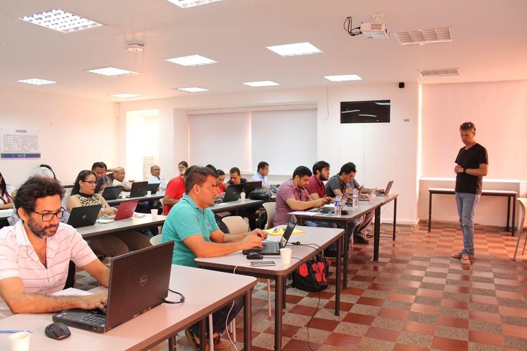 Estadística, martingalas, algoritmos estocásticos y cuantificación de incertidumbres: temas de cursos de la Facultad de Ciencias Básicas