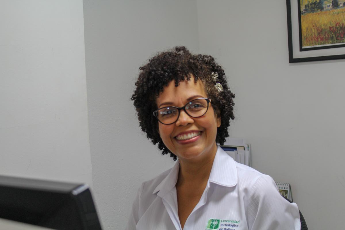 rosana pajaro - auxiliar administrativa de la Facultad de Ingeniería de la UTB