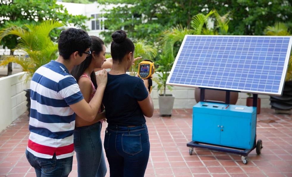 Imagen 1: panel fotovoltaico estudiantes ingenieria electrica UTB carrera acreditada